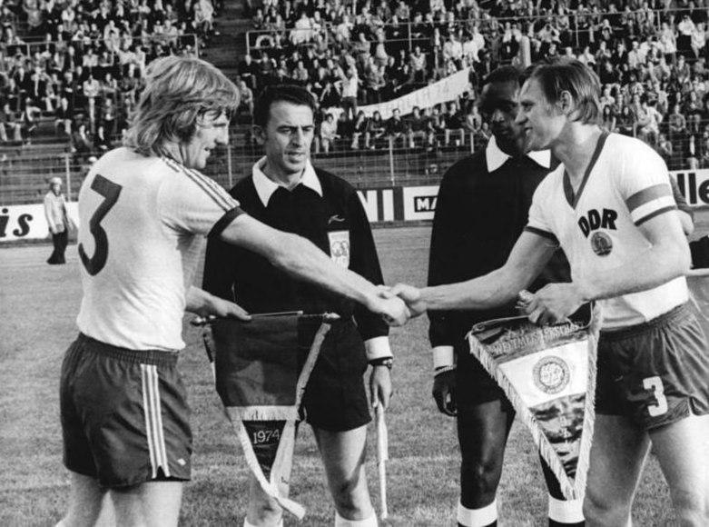 File:Bundesarchiv Bild 183-N0615-0012, Fußball-WM, DDR - Australien 2-0.jpg