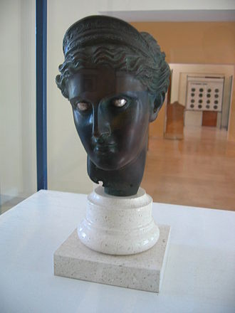 Fourth century Praxitelean bronze head of a goddess wearing a lunate crown, found at Issa (Vis, Croatia). Bust of the goddess of Issa, Vis Museum, Croatia.JPG