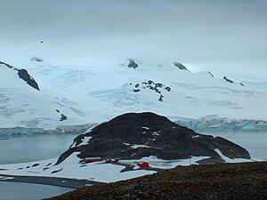 Half Moon Island - Image: Cámara Base