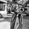 COLLECTIE TROPENMUSEUM Balinese maskerdans uitgevoerd door de beroemde danser Ida Bagus Ktut TMnr 10004727.jpg