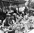 COLLECTIE TROPENMUSEUM Balinese priesters in gebed TMnr 10001216.jpg
