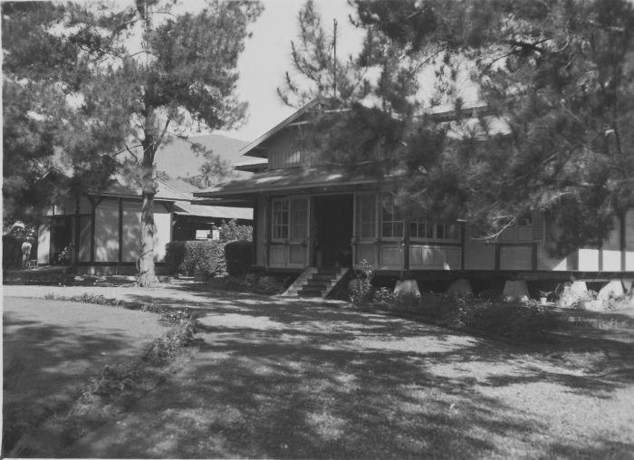 COLLECTIE TROPENMUSEUM De controleurswoning van H.H. Morison en P.A. Morison-Noordermeer in Kerintji TMnr 60048866