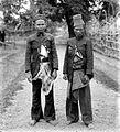 COLLECTIE TROPENMUSEUM Portret van twee Atjehers uit Sawang Riouw-Eilanden TMnr 10001704.jpg