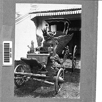 Sultanate of Cirebon - Image: COLLECTIE TROPENMUSEUM Staatsiekoets in kraton Kasepuhan Cheribon T Mnr 60023836