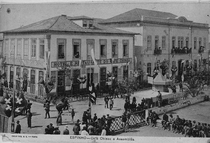 File:Café Chinêz e Assembleia, Espinho, Portugal (5811012623).jpg