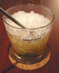 Um copo de caipirinha