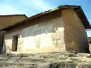 Atahualpas fängelsecell, utsida