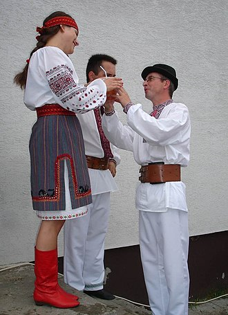 Rusyns - Image: Carpatho Rusyn sub groups Sanok area Lemkos in original goral folk costumes from Mokre (Poland)