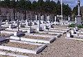 Carré militaire cimetière Sainte-Croix à Bernay.jpg