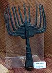 Castello di bodrum, sala del relitto di vetro, oggetti bizantini (1025 ca.) 02 lancia per pesca.JPG