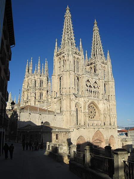 File:Catedral Burgos Lateral.JPG