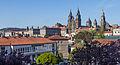 Catedral e parte traseira do Pazo de Raxoi. Santiago de Compostela. Galiza 2013-2.jpg