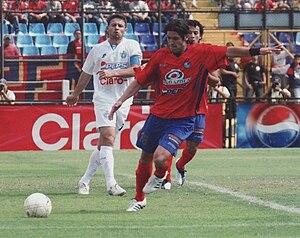 Rolando Fonseca - Fonseca (white) playing for Comunicaciones