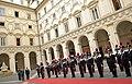 Ceremonia de bienvenida en el Palacio Chigi y reunión con el Excmo. Sr. Matteo Renzi, Presidente del Consejo de Ministros de la República Italiana. (18659151658).jpg