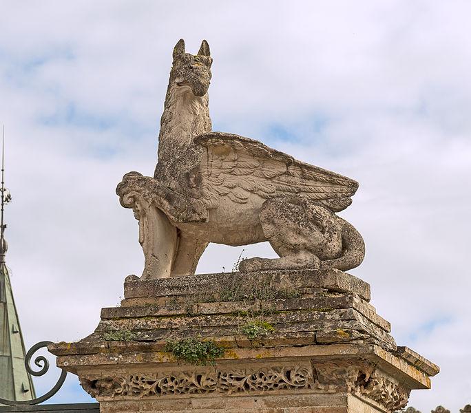 English:  Château de Launaguet. Griffin, terracotta by Auguste Virebent.