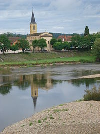 Chambilly (Saône-et-Loire, Fr) vue générale, la Loire et l'église.JPG
