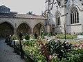 Charente-Maritime Saintes Eglise Saint-Pierre Cloitre - panoramio.jpg