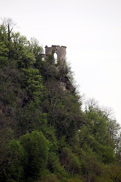 Ruine du château de Charencey à Chenecey-Buillon (Doubs).