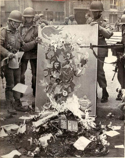 Chilean soldiers burning communist books after the coup d'etat 1973) Chile quema libros 1973.JPG