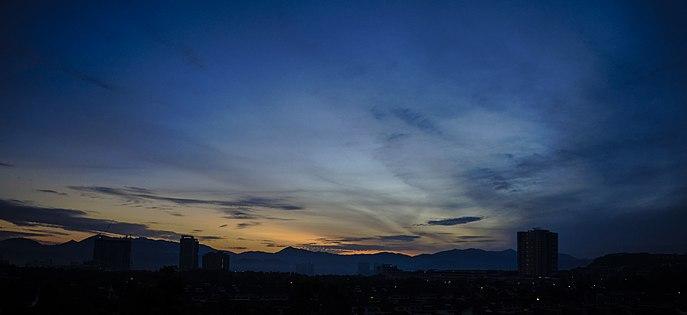 Civil twilight at Kuala Lumpur suburbs 2.jpg