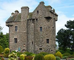 Claypotts castle 02.jpg
