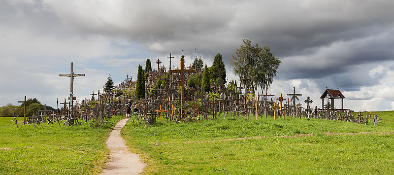 File:Colina de las Cruces, Lituania, 2012-08-09, DD 12.JPG