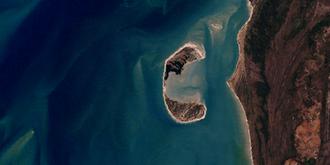 Crab Island (Queensland) - Satellite image of Crab Island