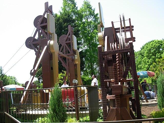 File:Da Vinci\'s Cradle (Busch Gardens Williamsburg).jpg - Wikimedia ...