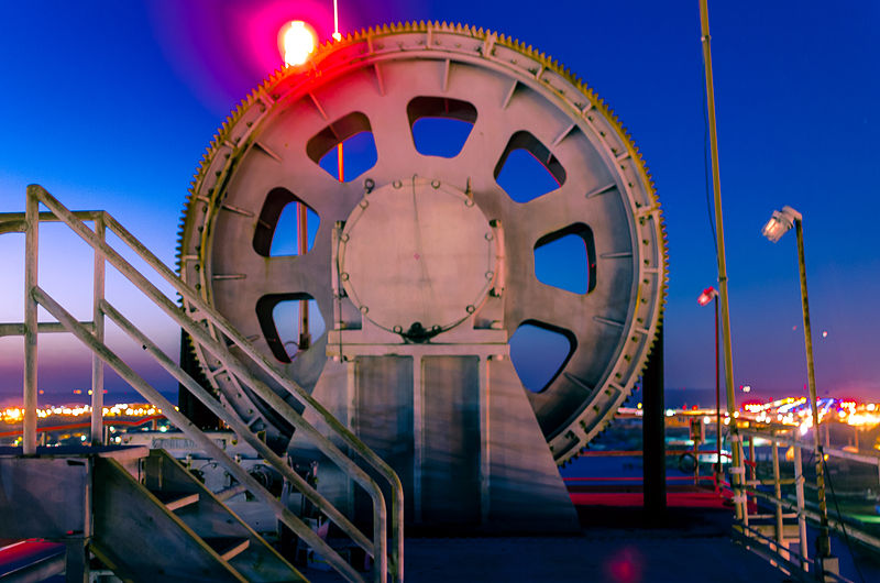 File:Danziger Bridge Giant Gear at Night.jpg