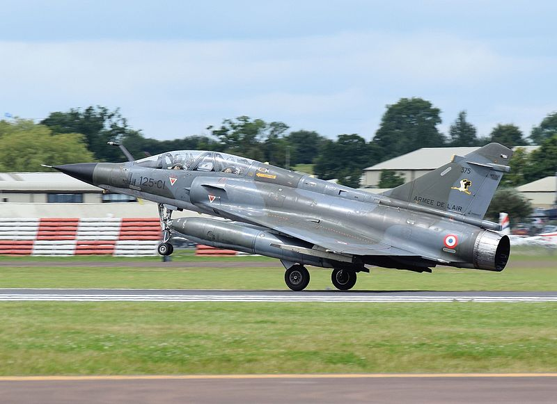 المقاتله الفرنسيه Dassault Mirage 2000  800px-Dassault_Aviation_Mirage_2000N_%28code_375%29_of_the_French_Air_Force_arrives_Fairford_7Jul2016_arp