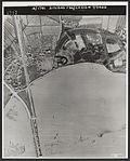 De bruggen bij Zaltbommel, de spoorbrug is op 29 oktober 1944 door de Duitsers gesprongen.jpg