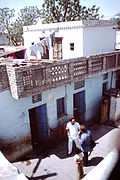 Delhi-slum-improvement-1983-house-with-two-storeys-balcony-IHS-98-10.jpeg