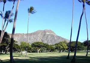 Diamond Head peak from Kapiolani Park