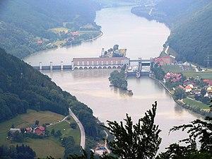 Donaukraftwerk_Jochenstein.JPG