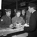 Ds. P.H. Meerburg met Korea-vrijwilligers van Schiphol naar Korea, Bestanddeelnr 904-4646.jpg