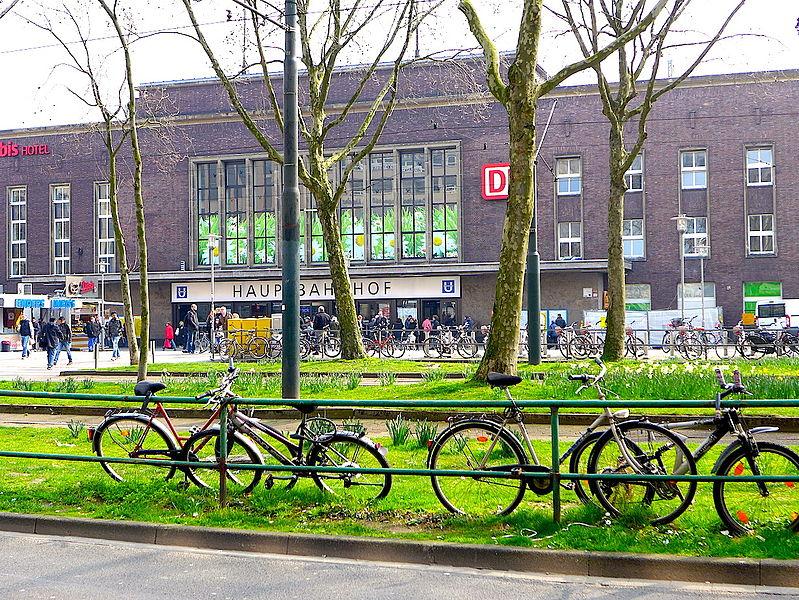 Hauptbahnhof (Хауптбанхоф), Главный ж. д. вокзал, Дюссельдорф.