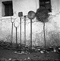"""Dvojne """"vile"""", veselca, greblca, lopar in omelo, pri Kladniku, Skomarje 1963.jpg"""