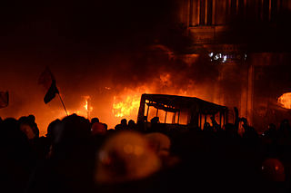 Dynamivska str barricades on fire. Euromaidan Protests. Events of Jan 19, 2014-4.jpg