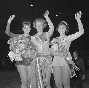 1964 World Figure Skating Championships - Left-right: Regine Heitzer, Sjoukje Dijkstra, Petra Burka