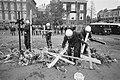 El Salvador kruisen voor VS-consulaat in Amsterdam verwijderd door gemeente Mob, Bestanddeelnr 932-1532.jpg