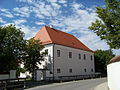 Elsendorf-Mainburger-Straße-1-Pfarrhof.jpg