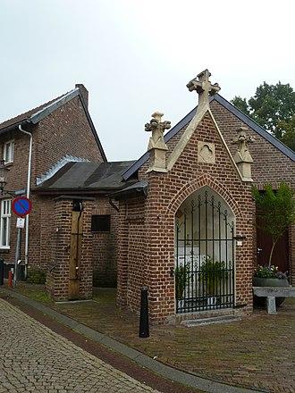 Elsloo, Limburg - Image: Elsloo Waterpomp + kapel Raadhuisstraat Kaakstraat