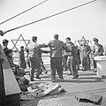 Emigranten (oliem) uit verschillende landen op weg naar Israel, dansen de horra, Bestanddeelnr 255-1108.jpg