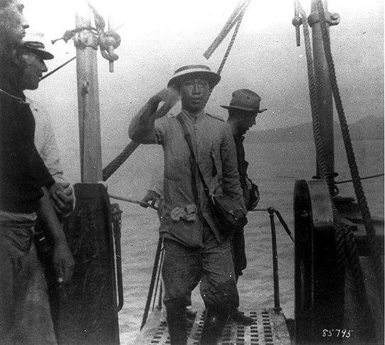 Emilio Aguinaldo boarding USS Vicksburg