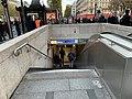 Entrée Station Métro George V Paris 1.jpg