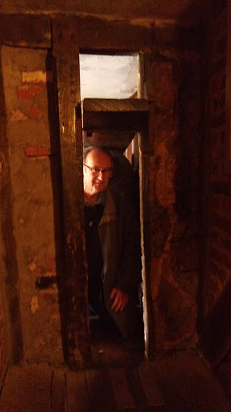 Nicholas Owen (Jesuit) - The same priest hole inside.