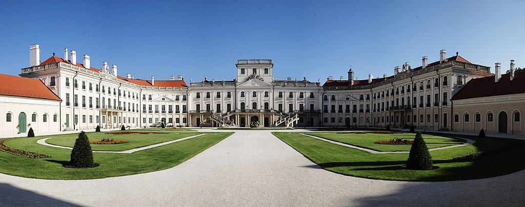Schloss Esterházy (in Fertőd, Ungarn). Esterházy-kastély (4051. számú műemlék) 2