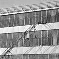Exterieur theefabriek, stalen buisconstructie voor het transport van theekisten aan de zijkant van het gebouw - Rotterdam - 20002291 - RCE.jpg