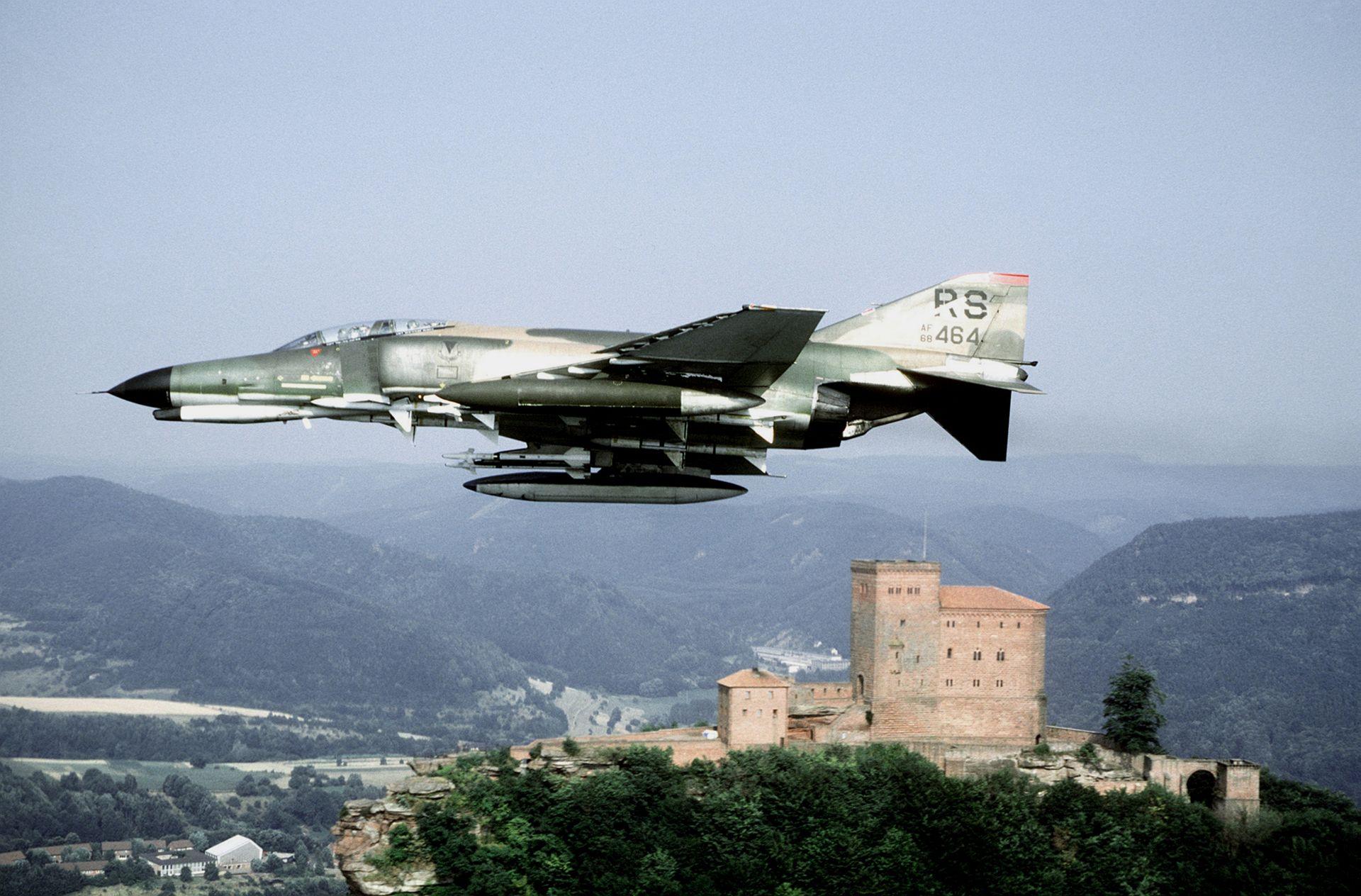 F-4E 526th TFS flying past Trifels Castle 1982.JPEG