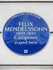 Blaue Gedenktafel für Mendelssohn Bartholdy am Hause der ehemaligen Gesandtschaft (Quelle: Wikimedia)